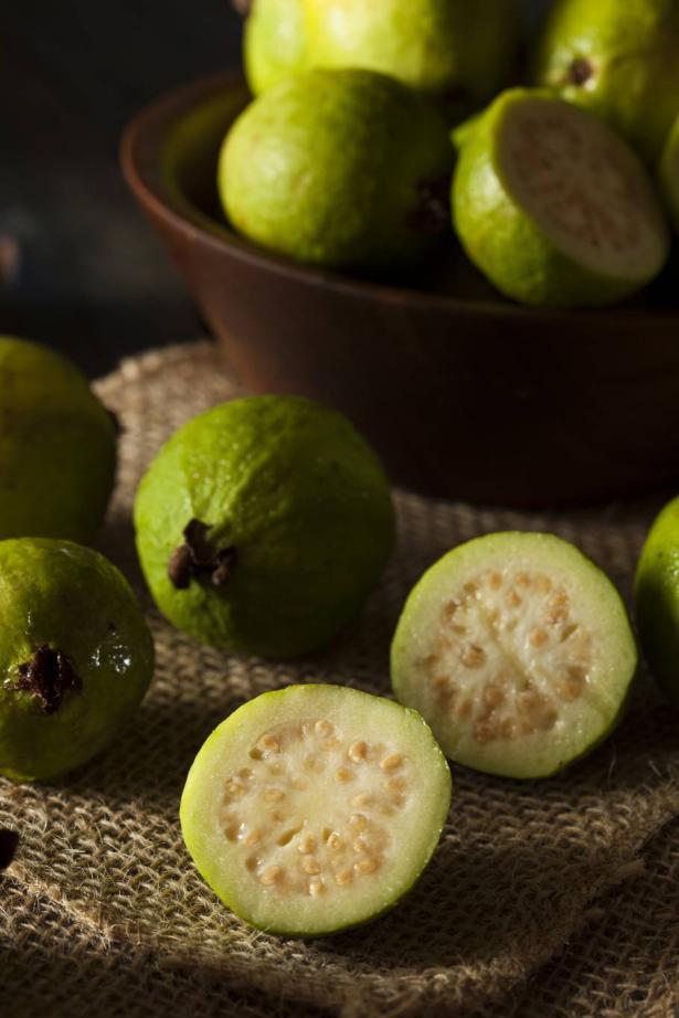 فاكهة الجوافة... أهم فوائدها للجسم