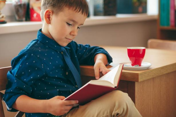 قواعد لتعليم طفلك حب القراءة!