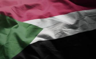 متظاهرون سودانيون يحرقون علم إسرائيل احتجاجا على دعاوي التطبيع مطالبين بالتراجع عن الخطوة