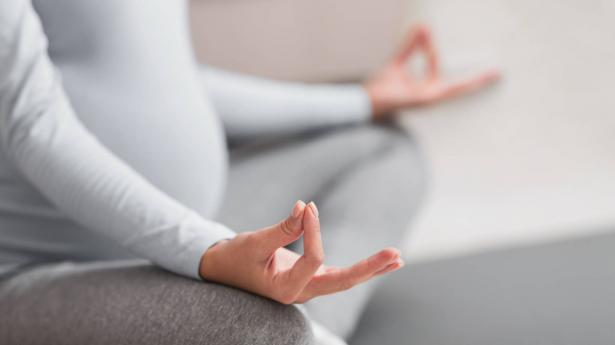 ما هي فوائد اليوغا للمرأة الحامل؟