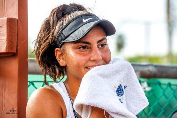 تعرفوا على لاعبة التنس رشا خرساني (18 عاما)