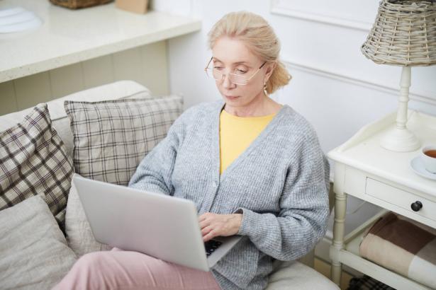 متى يشعر الإنسان بكبر السن؟ وما أكثر ما يخيفه في جيل الشيخوخة؟