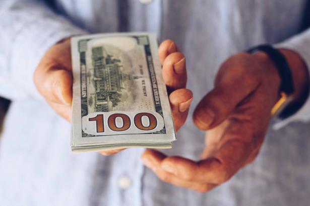 الدولار يسجل ادنى سعر منذ 12 عام!