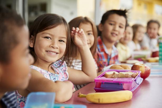 اليوم العالمي للطفل 20 نوفمبر: كيف نحافظ على صحة الأطفال ونزوهم بتغذية جيدة؟