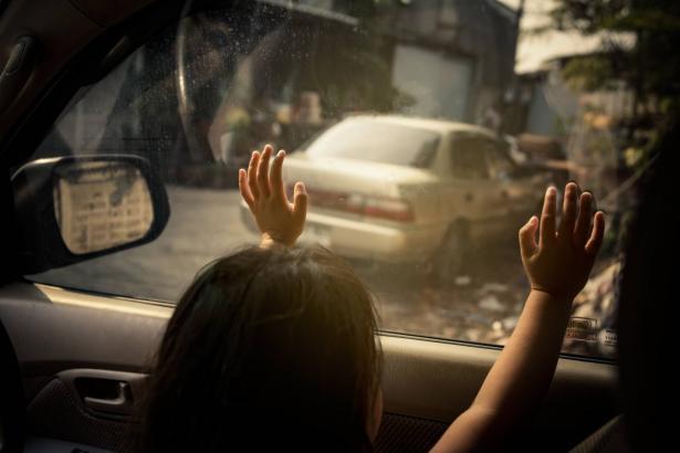 ظاهرة نسيان الأطفال في السيارات: حتى في الشتاء موجودة! أهم التحذيرات