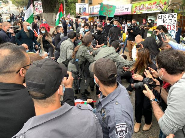 اعتداءات بوليسية واعتقالات خلال المظاهرة الاحتجاجية ضد زيارة نتنياهو لمدينة الناصرة .