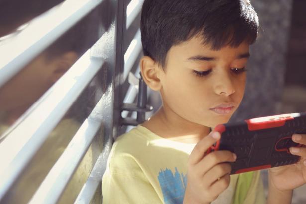 بحث حول ازمات الاولاد  في فترة الكورونا – التحديات، المعرفة واستخدام الميديا