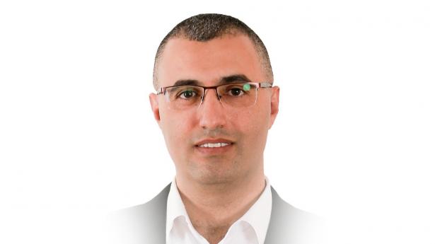 خمسة اشخاص اقتحموا مكتب د. يوسف عواودة وقاموا بالتهحم عليه، والشرطة اطلقت سراحهم