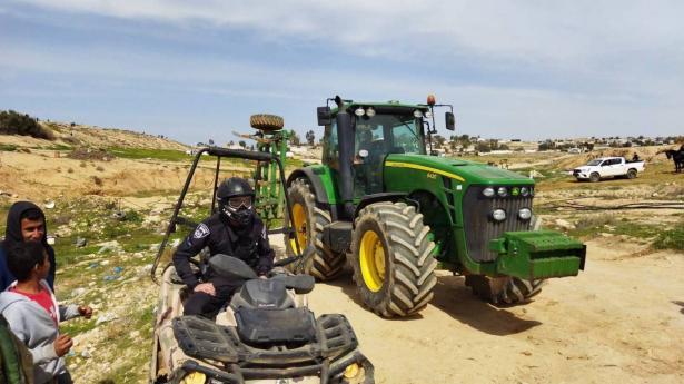 حملة واسعة لتجريف اراضي القرى غير معترف بها في النقب