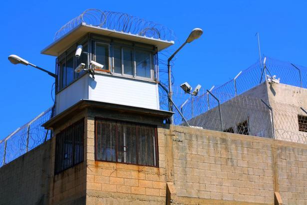 ثلث السجناء الذين يُسمح لهم بتقديم طلب للإفراج المبكر يتخلون عنه