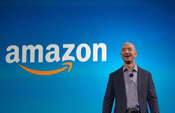 استقال جيف بيزوس من منصب الرئيس التنفيذي لشركة أمازون, تجاوزت عائدات الشركة 100 مليار دولار!
