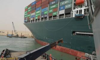 مصر تمنع سفينة إيفرغيفن من المغادرة: لن تتحرك قبل دفع التعويضات عن إغلاق قناة السويس