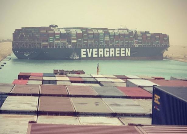 مالك سفينة إيفرغيفن يتبرأ من مسؤوليته بحادث قناة السويس