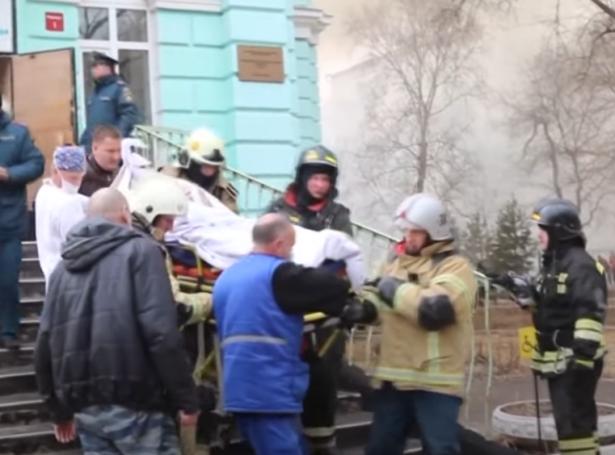 شاهدوا بالفيديو: جراحون أنهوا عملية قلب مفتوح وسط حريق شبّ في مستشفى