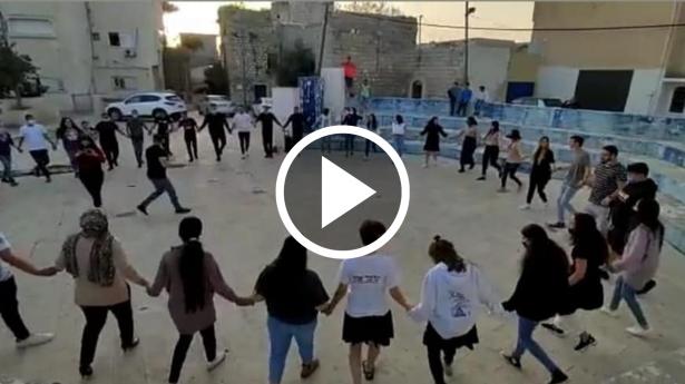 مقطع فيديو يغضب طمرة: فعاليات رقص وغناء لمشروع