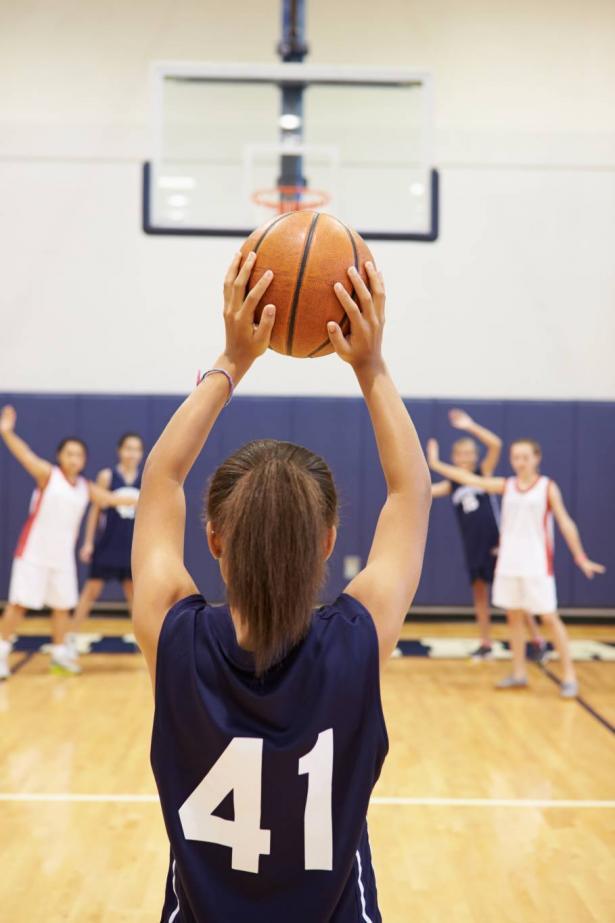 أم رياضية عاملة ولاعبة كرة سلة: كيف توفق سوزان حمدان بين هذه الأدوار المركبة؟