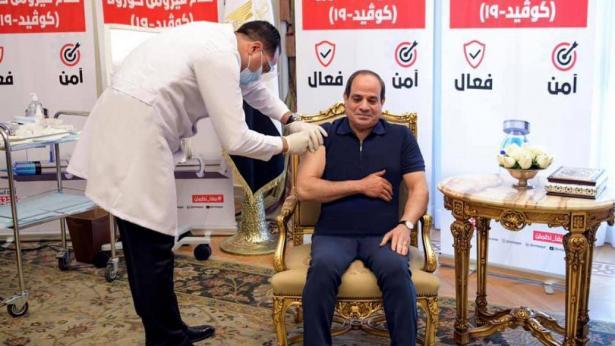 السيسي يتلقى لقاح كورونا بدون ابرة.. شاهدوا الصور
