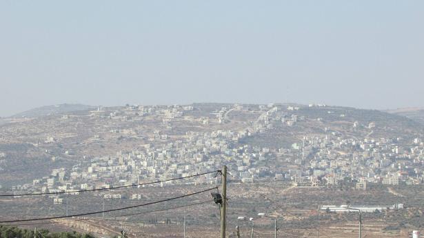 الجيش الاسرائيلي يشن حملة عسكرية واسعة في بلدتي عقربا جنوب نابلس وترمسعيا شمال رام الله