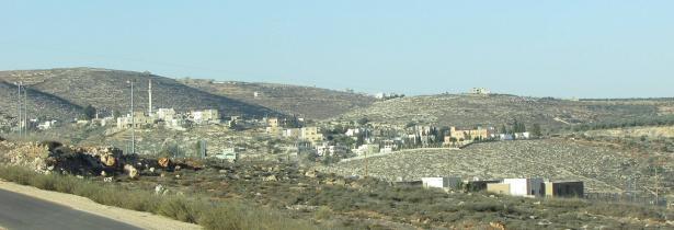 قرية جالود جنوب: مستوطنون يهاجمون الأهالي ويضرمون النيران بعشرات الدونمات الزراعية