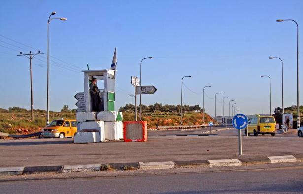 حاجز زعترة: إصابة 3 مستوطنين في عملية إطلاق نار