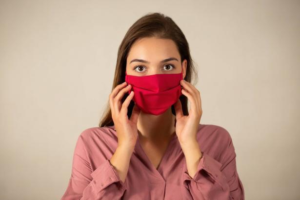كيف تحمي بشرتك في رمضان وبعد عام من ارتداء الكمامة بسبب جائحة كورونا؟