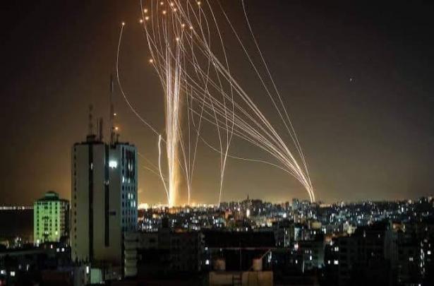 بعد عسقلان وأسدود: رشقات صاروخية باتجاه النقب وديمونا