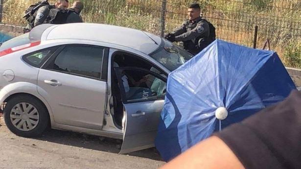 في أعقاب عملية الدهس، القوات الاسرائيلية تضع مكعبات اسمنتية بدلاً من الحواجز الحديدية في حي الشيخ جراح بمدينة القدس.