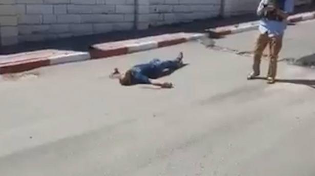 اعدام ميداني لفلسطيني في الخليل - استمع للتفاصيل