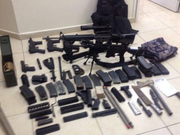 اعتقال اكثر من 20 مشتبه بتجارة وحيازة اسلحة