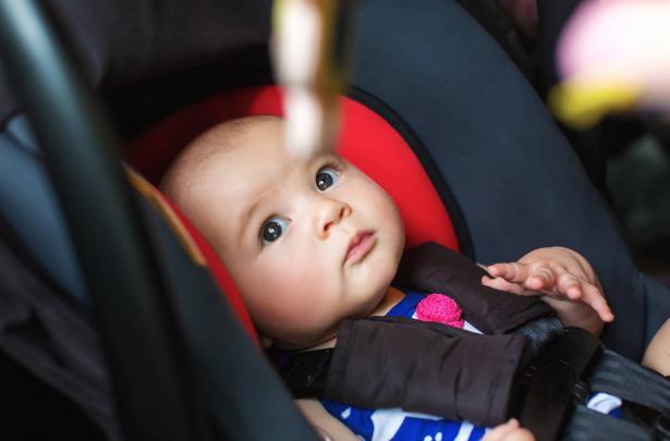 نسيان الاطفال في السيارة: مصيبة يمكن تجنبها
