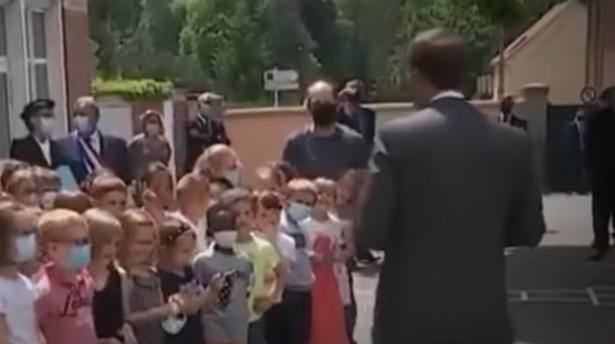 بالفيديو: طفل يسأل ماكرون: