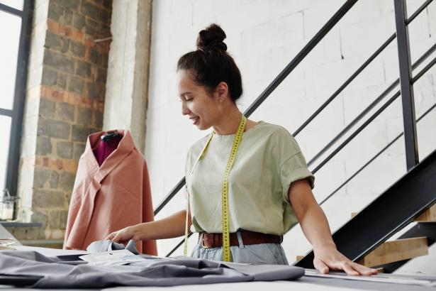 كيف تساعدك الملابس على زيادة الثقة بالنفس؟