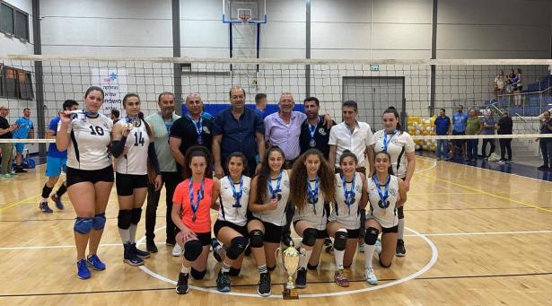 فوز فريق نساء النادي الرياضي عيلبون لكرة الطائرة في نهائي كأس الدوله