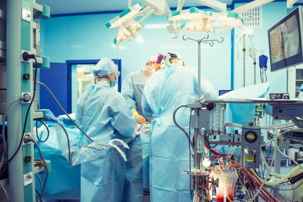 إنجاز طبي غير مسبوق: رضيع مع تشوهات خلقية عالجوه بالمغناطيس!