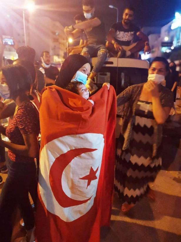 الكاتبه التونسية فاطمة القراي حول المشهد التونسي بعد اسبوع على الاحداث التي شهدتها البلاد