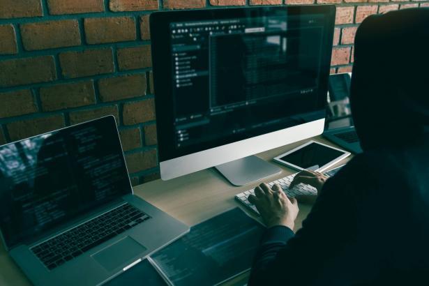الصحفي بن درور يميني: برنامج التجسس من قبل شركة NSO هو سلاح كغيره من الاسلحة