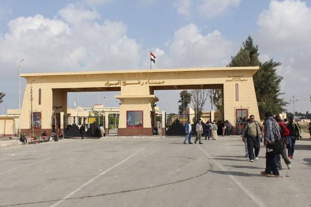 السلطات المصرية تغلق معبر رفح حتى إشعار آخر احتجاجا على تصرفات حماس