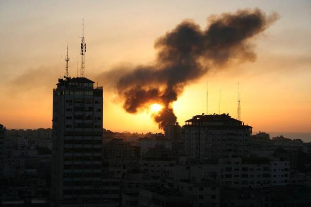 الفصائل في غزة تدرس تصعيد نشاطها عند الحدود في أعقاب إيقاف إسرائيل المحادثات مع حماس.