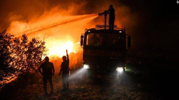 الحرائق مستمرّة: تخوف من احتراق محطة للطاقة بتركيا