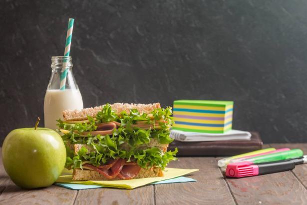 كيف ندخل على حياة أبنائنا عادات تغذية صحية؟ طرق وآليات لاتباعها ما قبل عودة المدارس