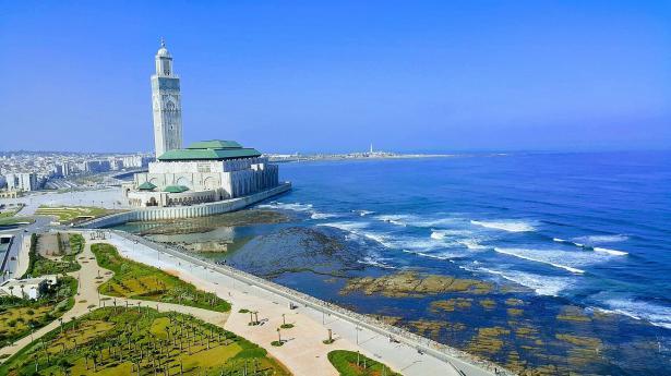 المغاربة يصوتون لاختيار أعضاء البرلمان والمجالس البلدية