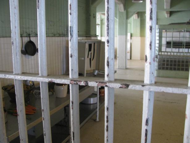 الحركة الأسيرة تبلغ السجون الإسرائيلية: أي قسم يتم اقتحامه ستشتعل فيه النيران