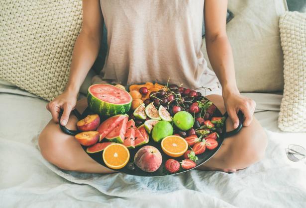 الفاكهة الموسمية: ما هي فوائدها ضمن نظام غذائنا اليومي؟