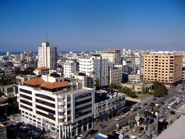 غارات اسرائيلية على عدة مواقع في قطاع غزة..