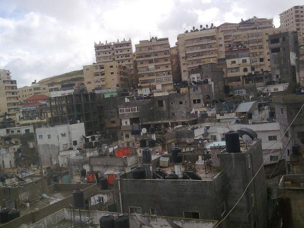القدس: إصابة شخص جاء تعرضه لإطلاق النار في عناتا بمخيم شعفاط