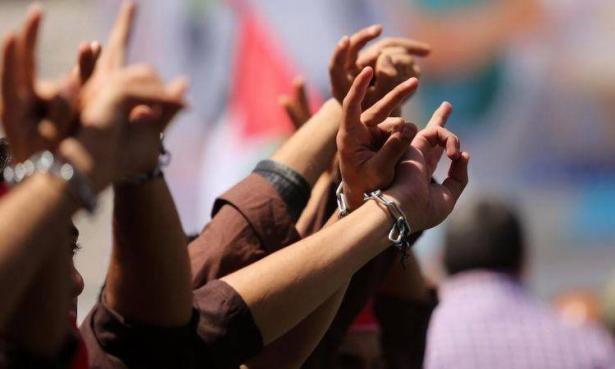 تعليق مؤقت لإضراب الأسرى وسط محادثات لتلبية مطالبهم!