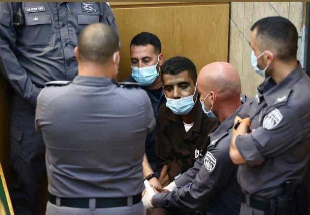 اسرائيل تتراجع عن نقل زكريا زبيدي للمستشفى!