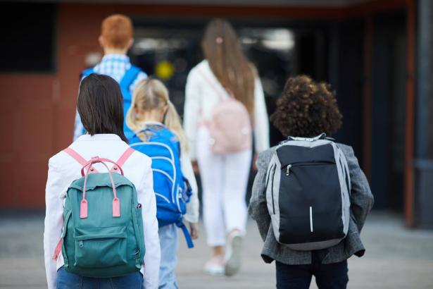 انتظام الدراسة في ظل ارتفاع أعداد الطلاب المحجورين إلى 250 الف طالب