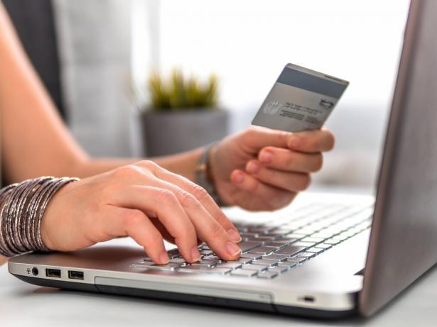 هل صار التسوق الالكتروني في كل ما يخص الحياة أهم  من التسوق الواقعي؟