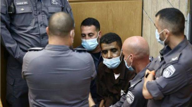 نقل الاسير زكريا الزبيدي لعيادة الرملة بعد أسبوع من بداية إضرابه عن الطعام